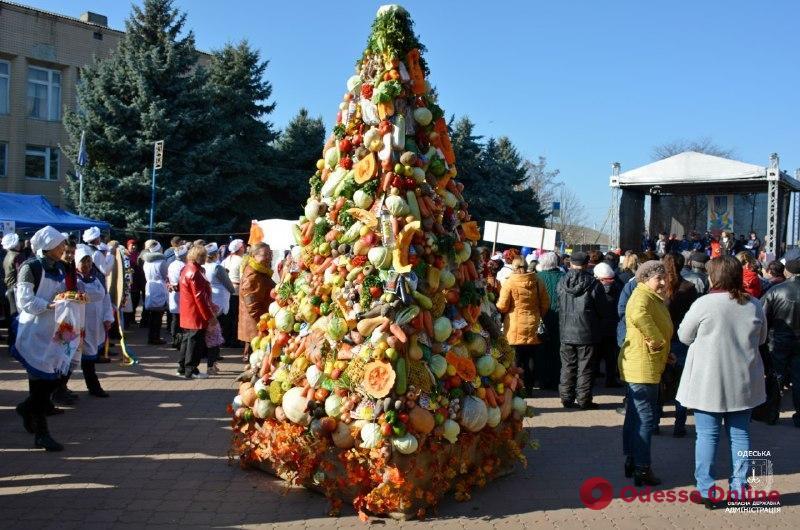 Новый кулинарный рекорд: под Одессой создали дерево из овощей (фото)