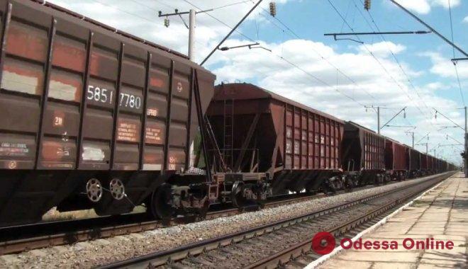 Залез на крышу поезда: под Одессой еще один подросток получил удар током
