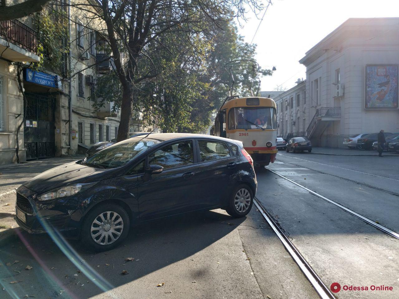 Одесса: автохам заблокировал движение трамваев на Старопортофранковской (фото)