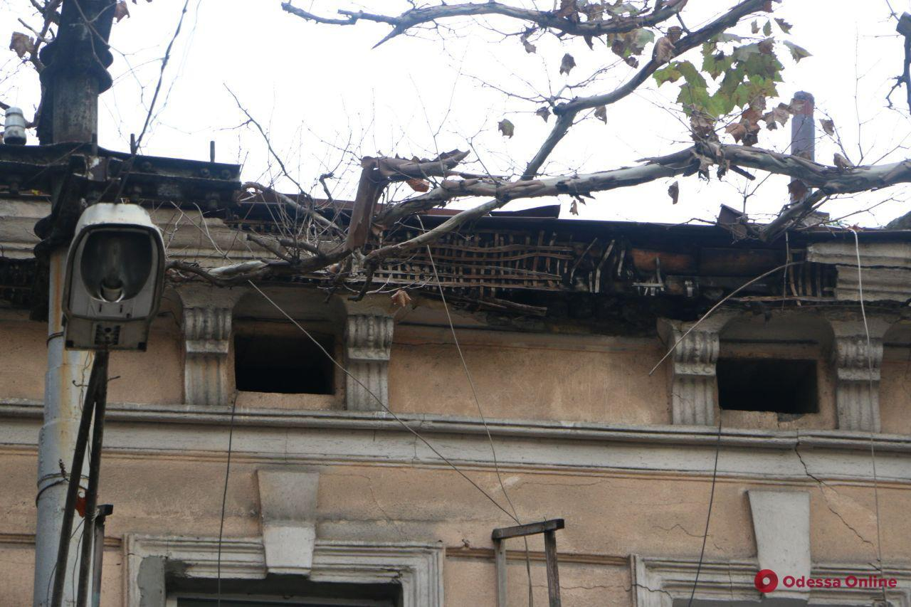С 22 зданий в центре Одессы снимут аварийные элементы (фото)