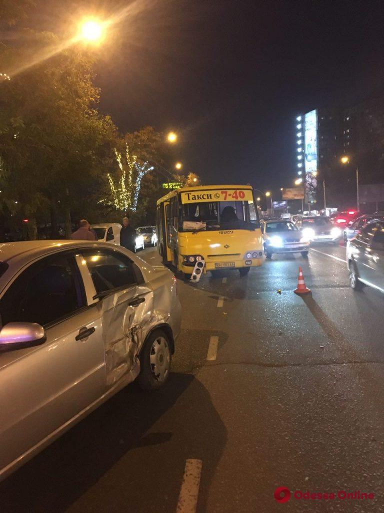 ДТП на проспекте Небесной сотни: пострадала пассажирка маршрутки