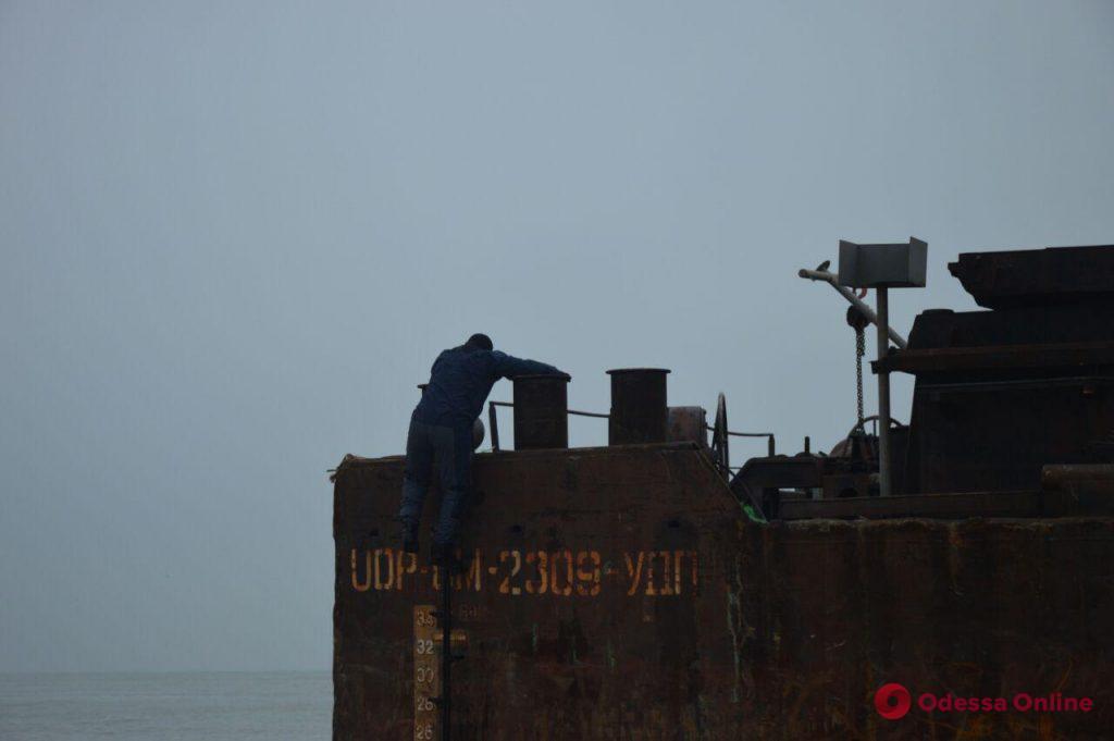 Дрейфующая баржа: информация об огромном грузе контрабанды подтверждается