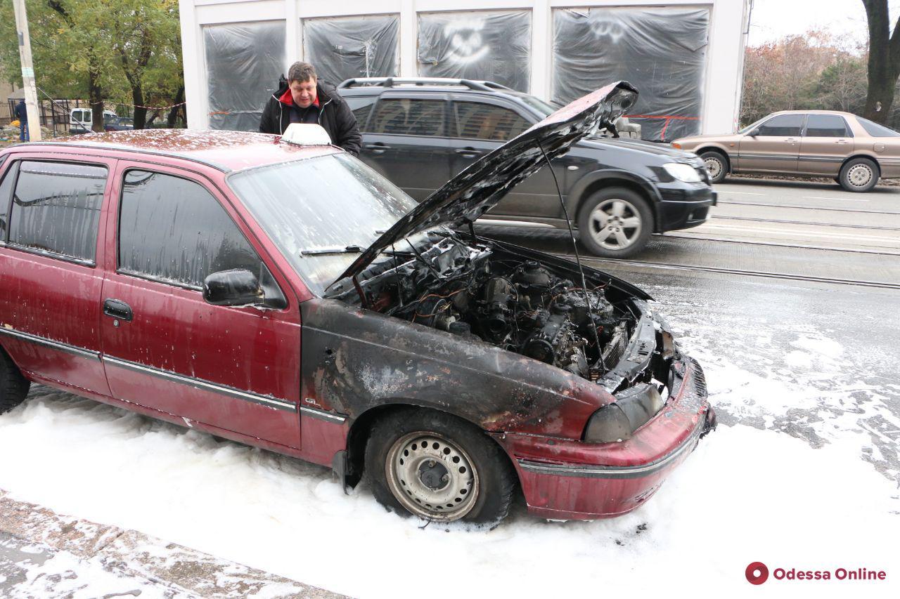 В Одессе на ходу загорелось такси