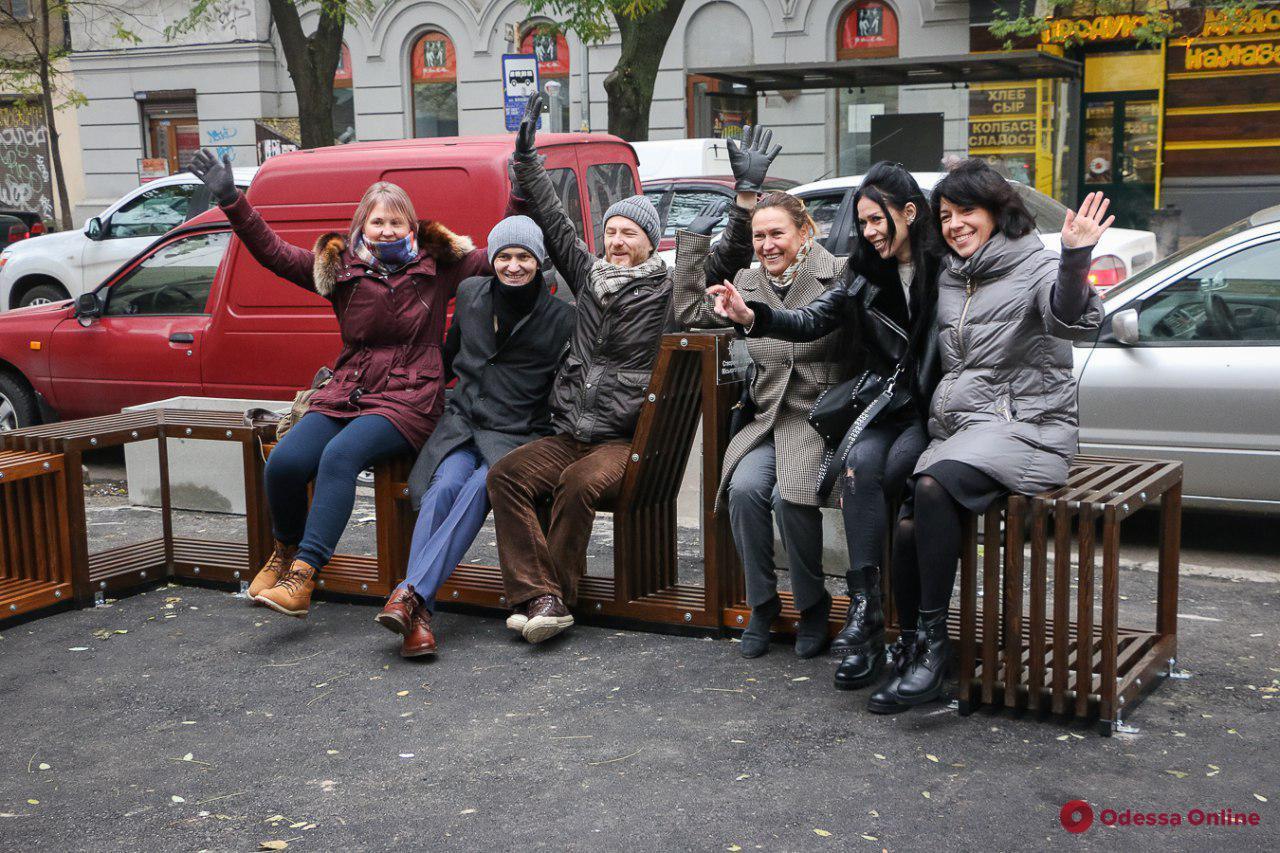 Одесса: во дворе на Жуковского появилась арт-площадка для отдыха (фото)