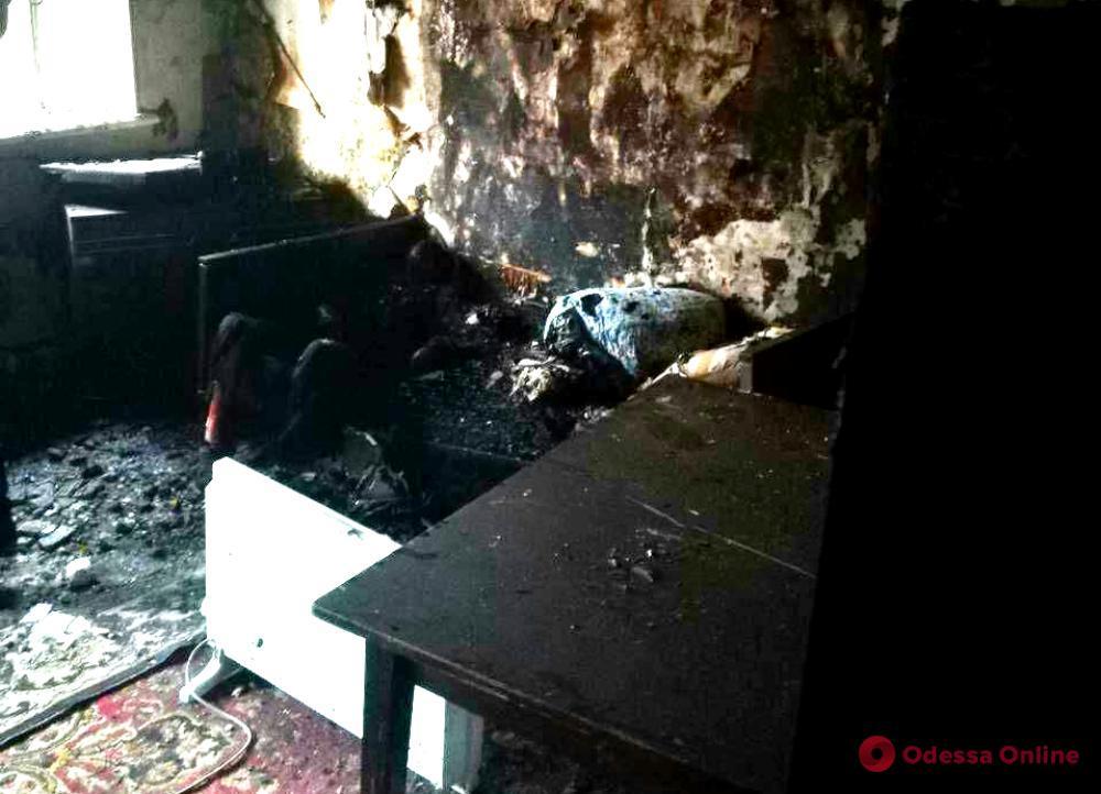Во время пожара в квартире на Пересыпи погибла женщина