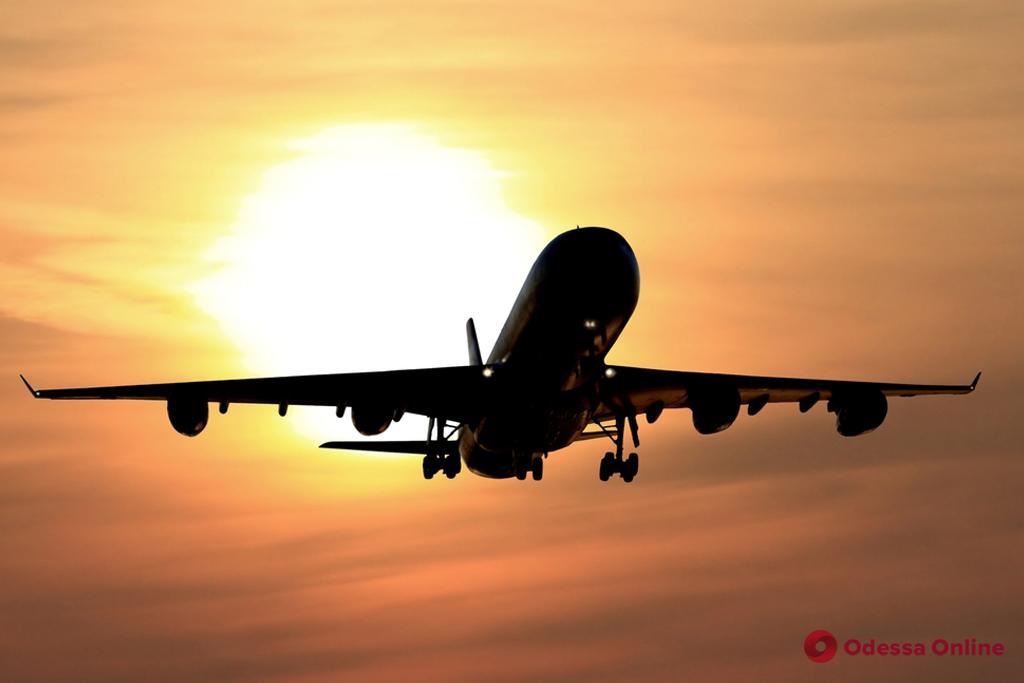 Самолет Одесса — Варшава вернулся в аэропорт после вылета