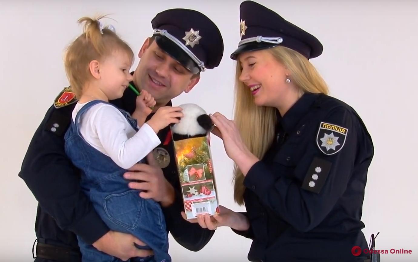 Одесские патрульные записали трогательный новогодний видеоролик (видео)