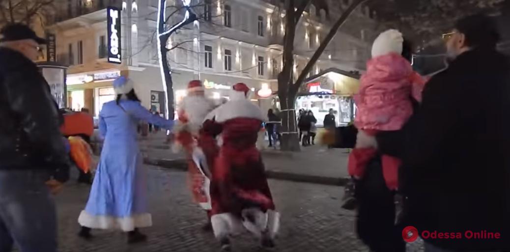 Одесская полиция проводит проверку по факту драки Дедов Морозов