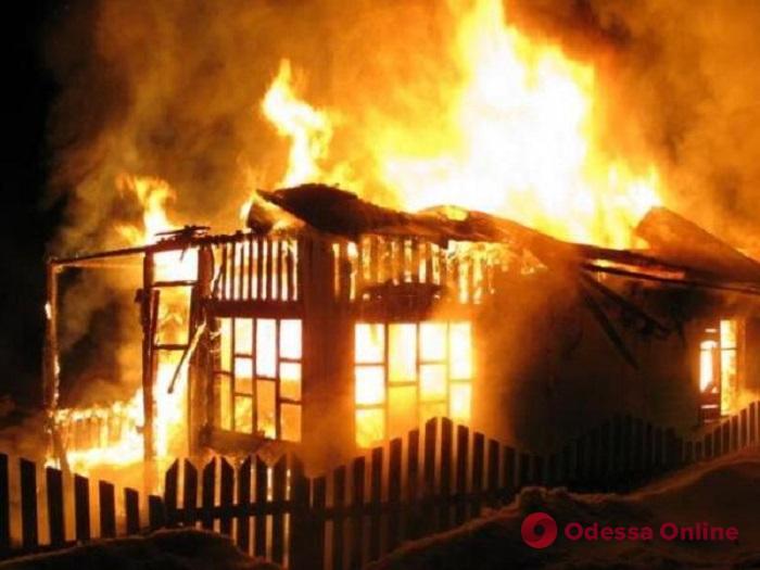 В Подольске во время пожара спасли пьяного хозяина дома