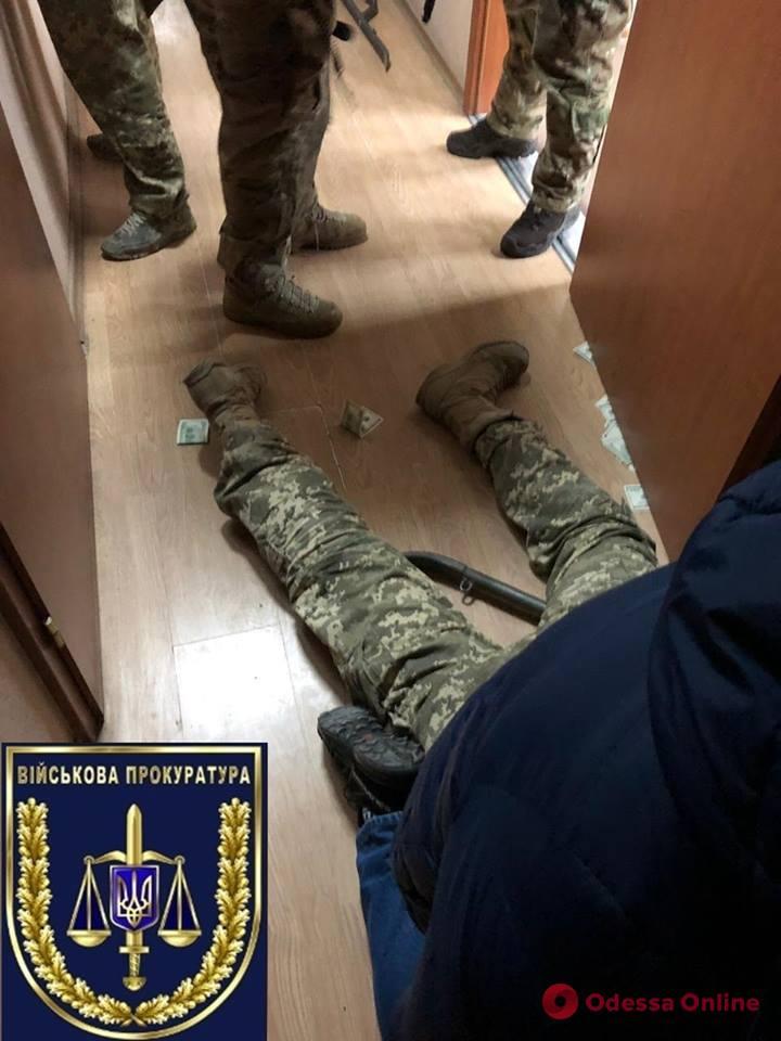 В Южном военком попался на крупной взятке