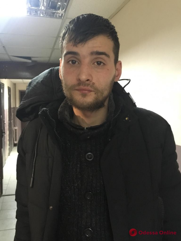 Отобрал телефон у ребенка: «гопника» с поселка Котовского задержали возле «Привоза»