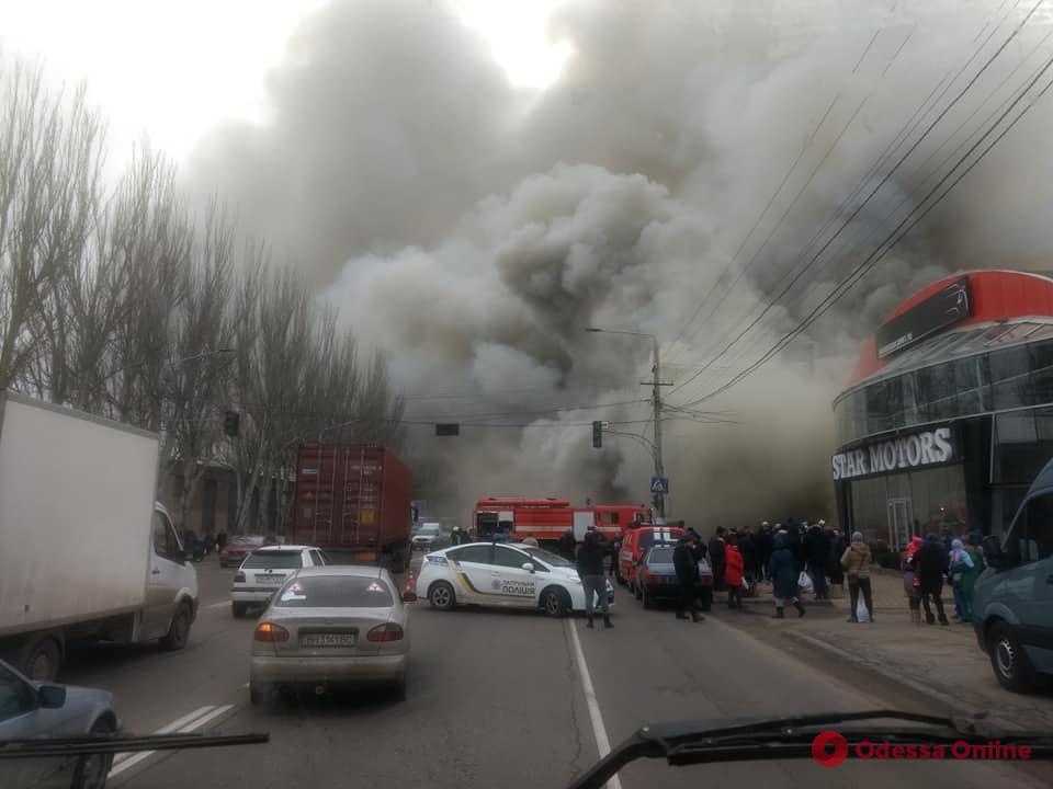 В Одессе горит отделение «Новой почты» (видео, обновлено)