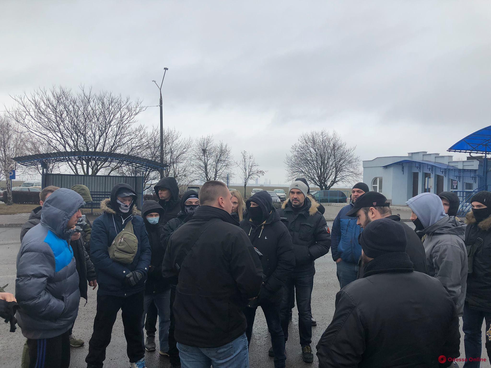 Одесские активисты блокируют работу предприятия «Трансбункер» в порту «Южный»