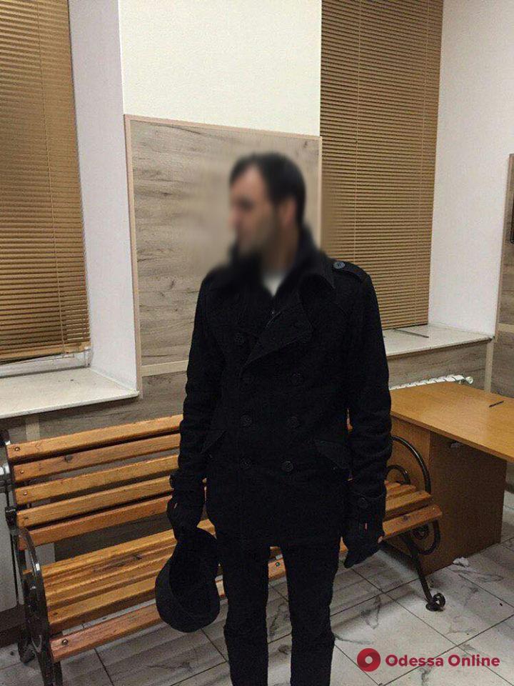 Одесса: три грабителя напали на мужчину в подземном переходе