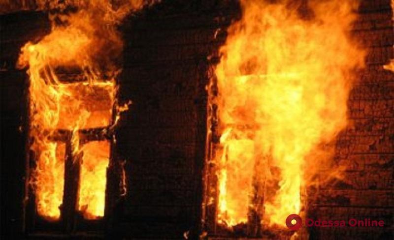 В селе Шабо из горящего дома вынесли хозяина дома
