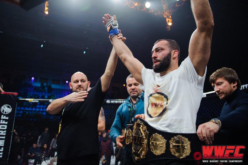 Одесский боец досрочной победой защитил титул чемпиона мира по ММА среди профессионалов (видео)