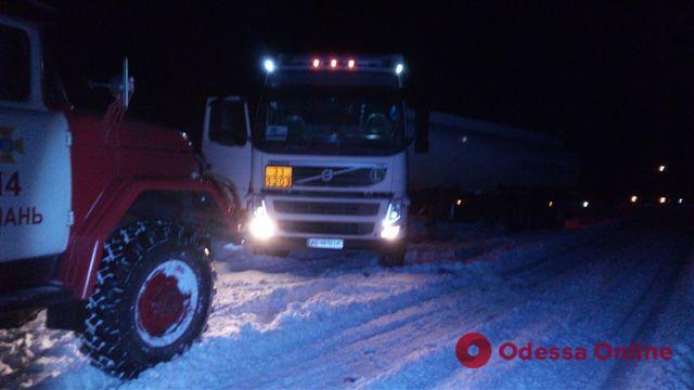 Непогода: в Одесской области спасатели доставали застрявшие автомобили