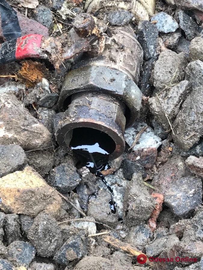 Под Одессой произошла утечка нефти из-за незаконной врезки в трубопровод