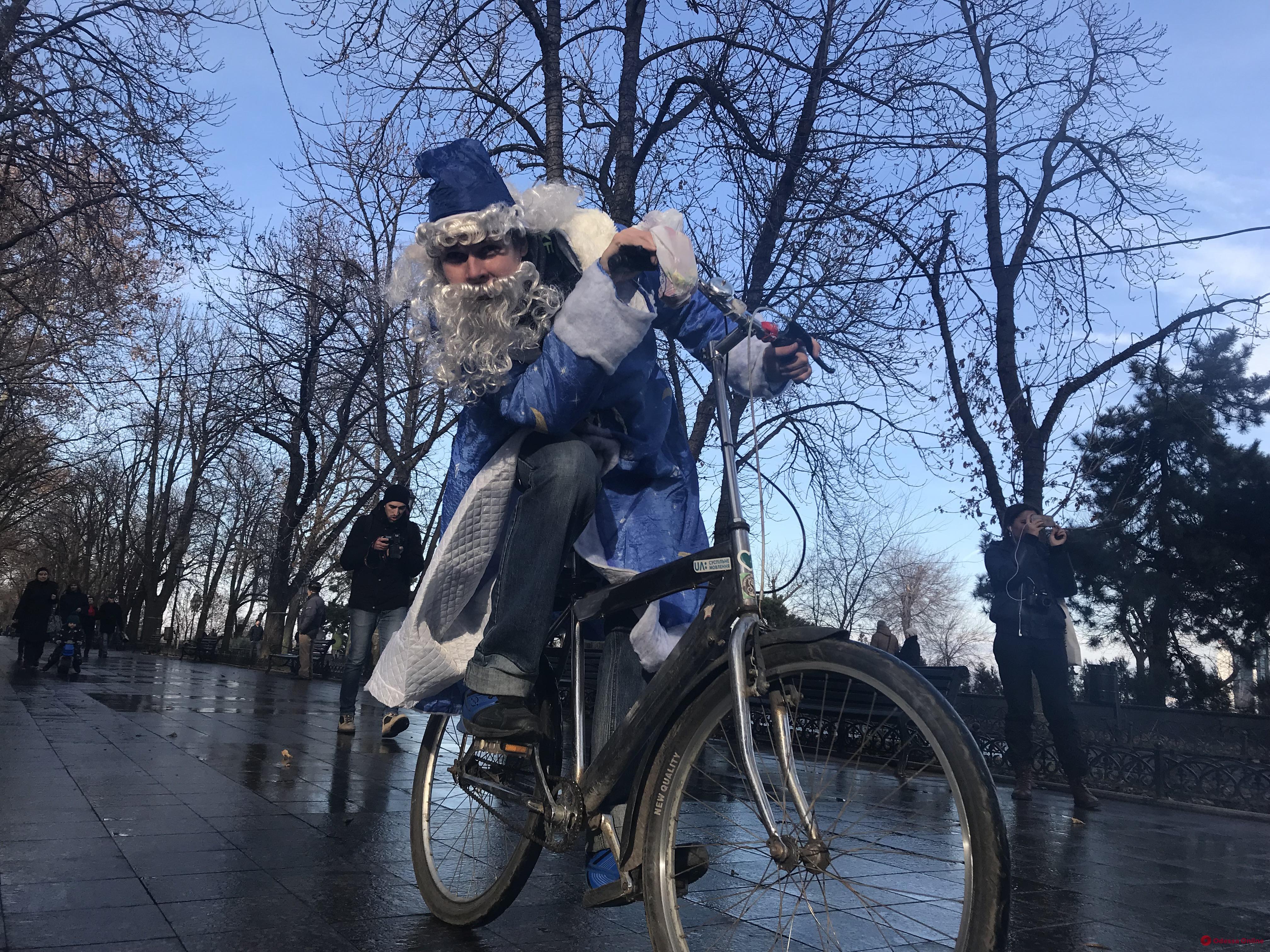 Святые Николаи на колесах: в Одессе прошел новогодний велопробег