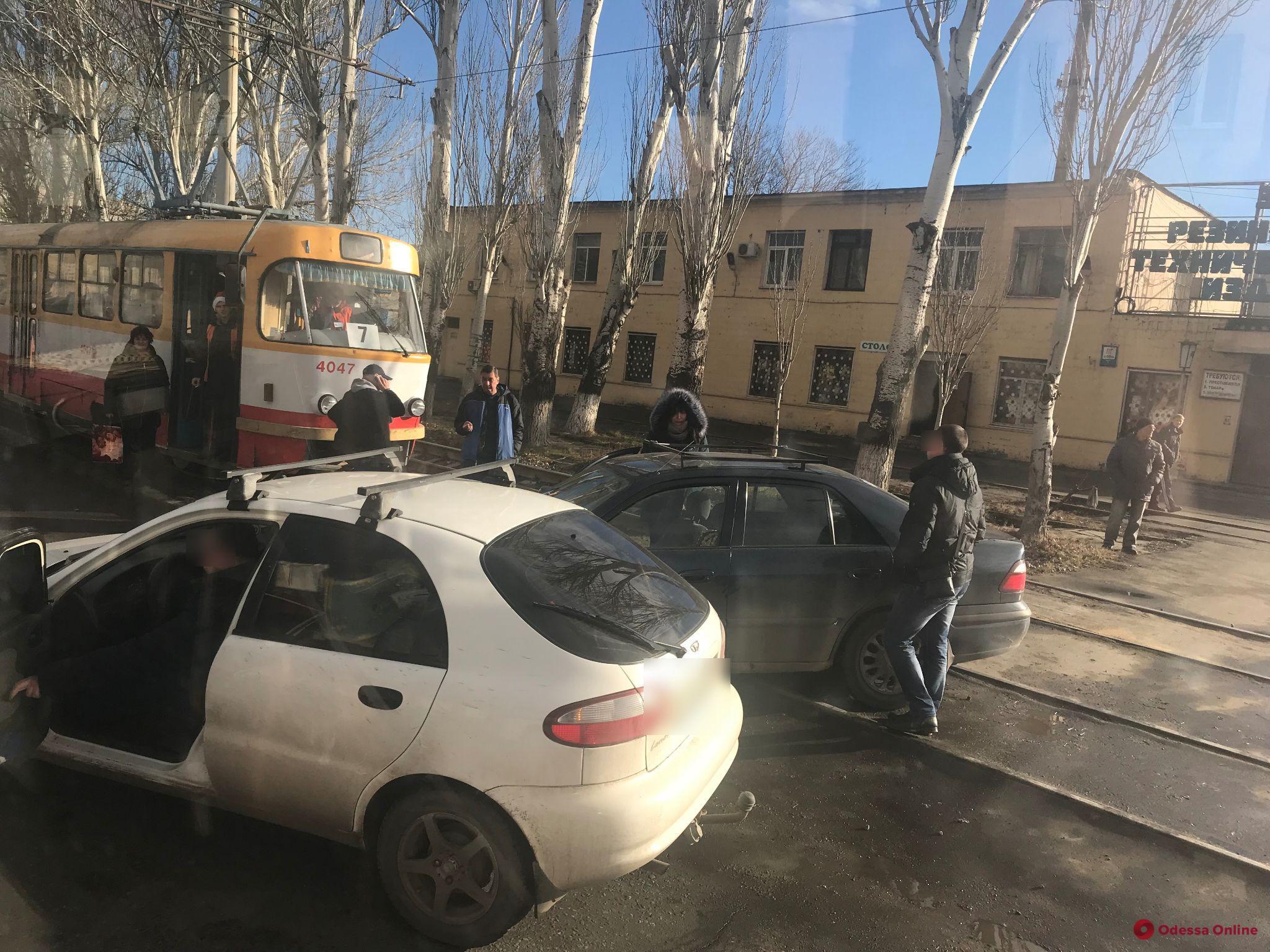 ДТП на Николаевской дороге заблокировало движение трамваев