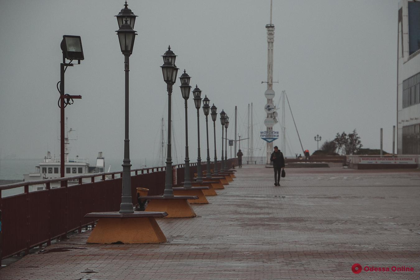 Загадочный одесский морвокзал в тумане (фоторепортаж)