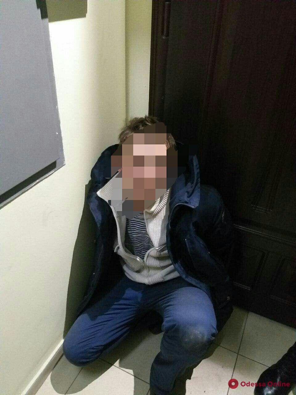 В центре Одессы на горячем задержали квартирных воров