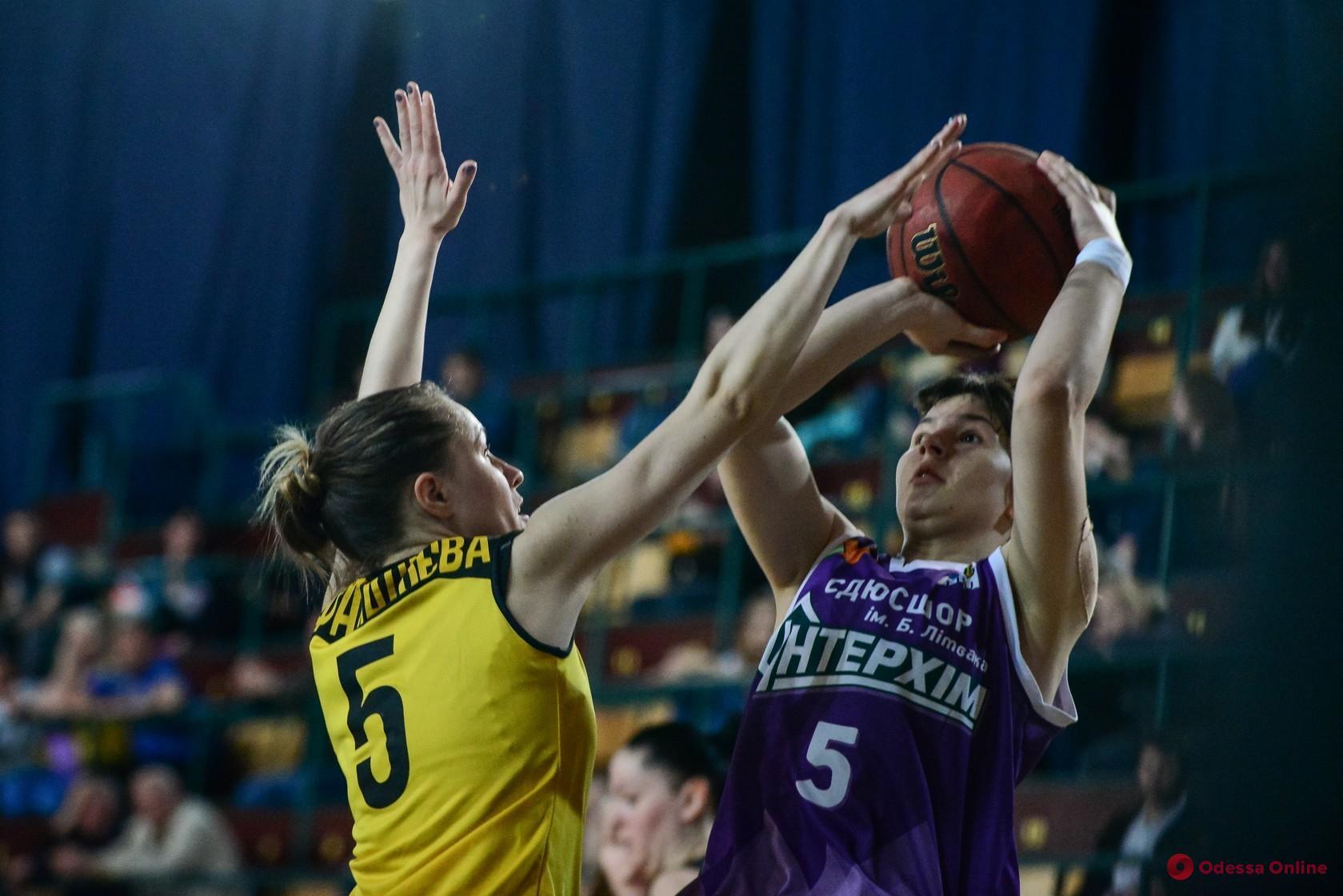 Одесские баскетболистки разгромно уступили чемпиону Украины