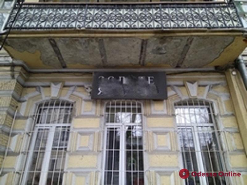 В Одессе демонтировали свыше сотни рекламных конструкций