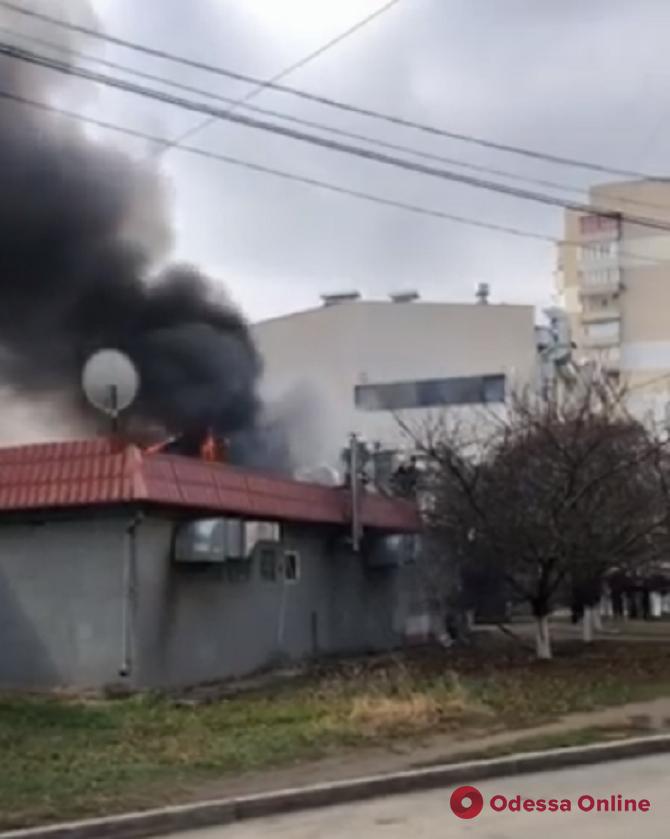 На Таирова горит ресторан (видео, обновлено)