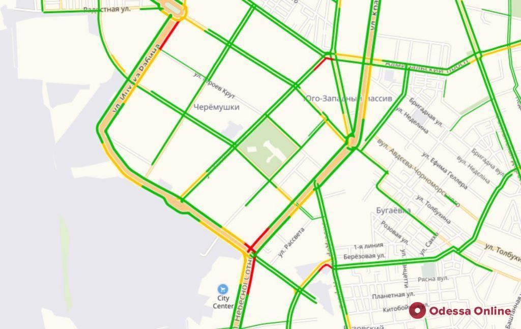 Дорожная обстановка в Одессе: большие пробки в центре