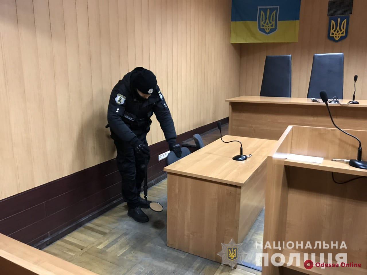 Второй раз за день: в Малиновском суде снова ищут взрывчатку