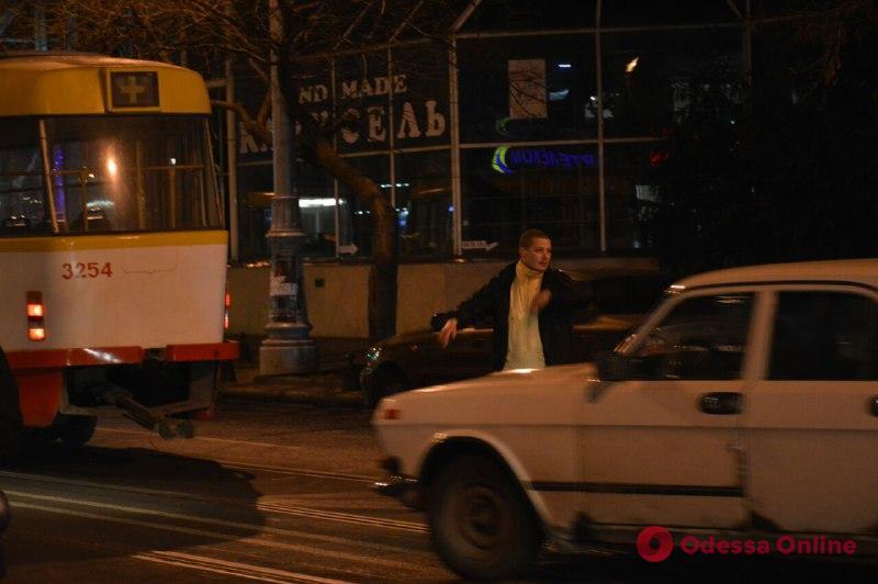 В центре Одессы у трамвая отвалились «рога»: образовалась пробка