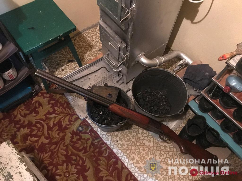 Житель Белгорода-Днестровского попытался убить сына, а потом выстрелил в себя