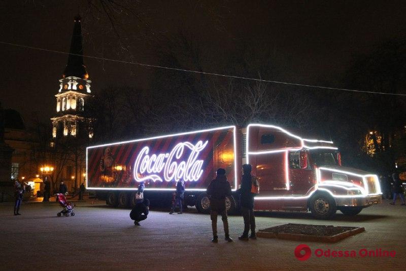 Праздничный грузовик из знаменитой рекламы прокатился по Одессе