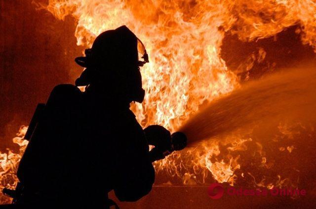 Ночной пожар в Одессе: на пепелище обнаружили труп женщины