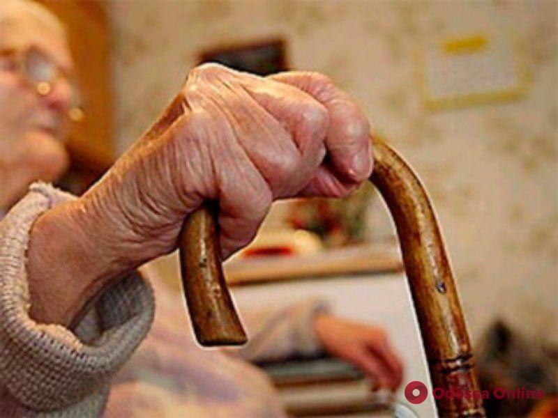 В Измаиле внучка издевалась над бабушкой и отбирала пенсию