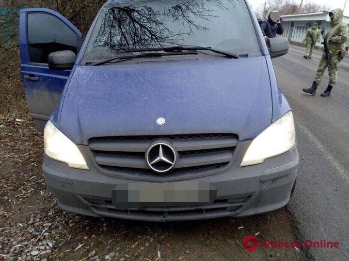 В Одесской области задержали нелегалов из Вьетнама на Mercedes