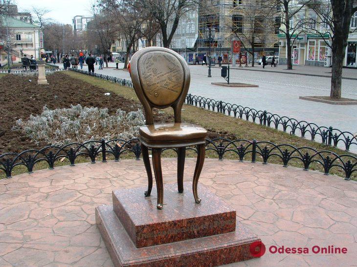 Одесские памятники хотят обрабатывать антивандальным средством