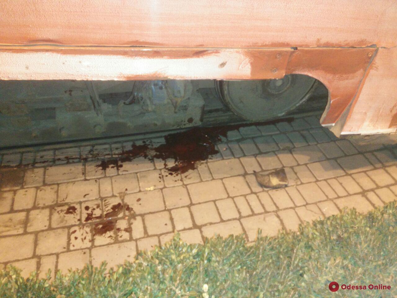 Очередная жертва: на Старосенной площади трамвай волочил за собой пешехода