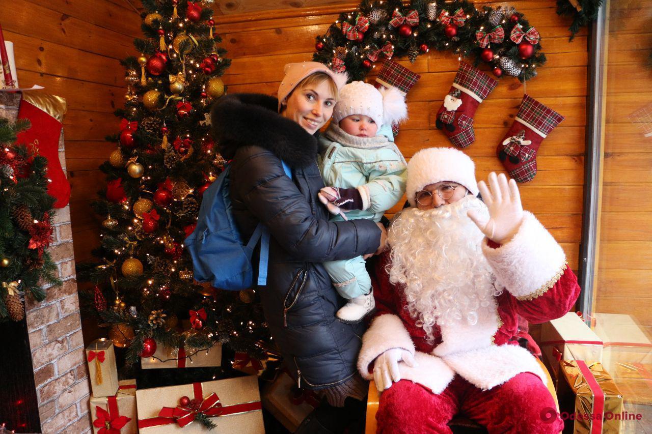 На Старосенной площади открылась резиденция Санта-Клауса
