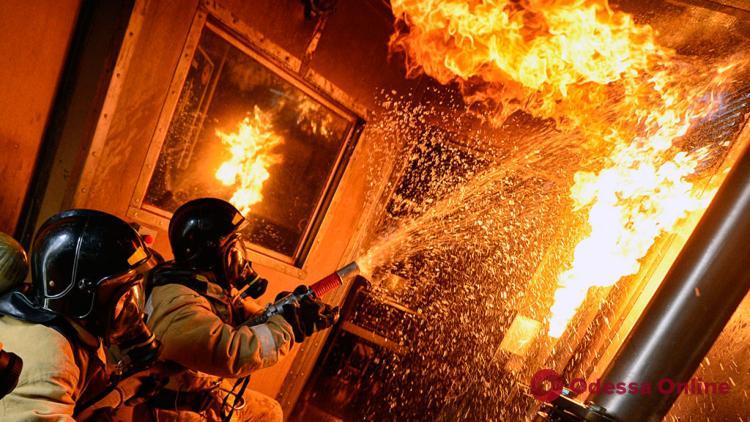 Одесса: в горящей квартире обнаружили труп женщины (обновлено)