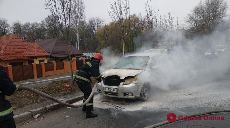 В Одесской области на ходу загорелся автомобиль