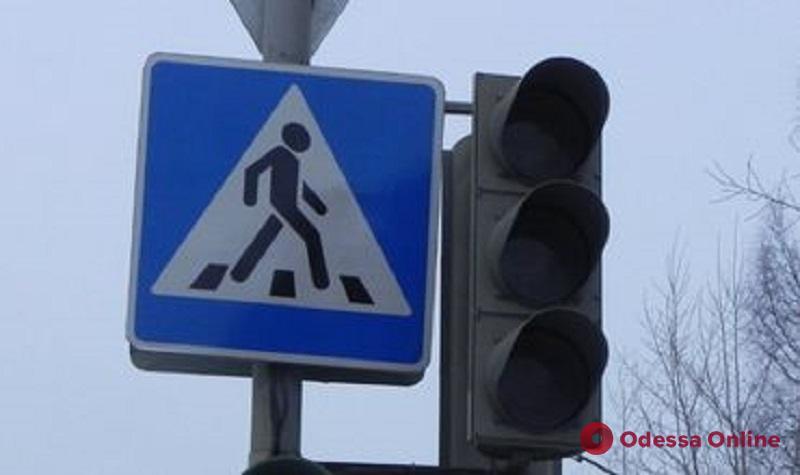 На оживленном одесском перекрестке сломался светофор