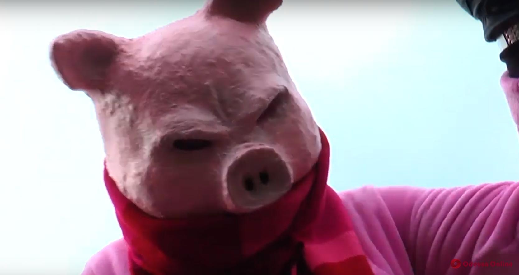 В стиле старого доброго ультранасилия: директор одесского зоопарка снял новогодний триллер (видео)