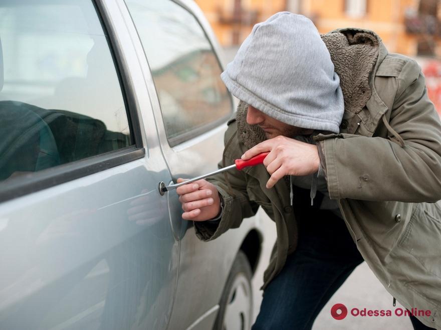 В Одессе по горячим следам поймали угонщика авто