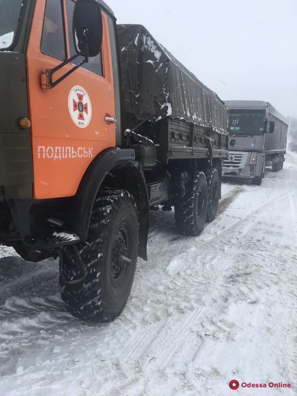 В Одесской области из-за гололеда грузовик слетел в кювет