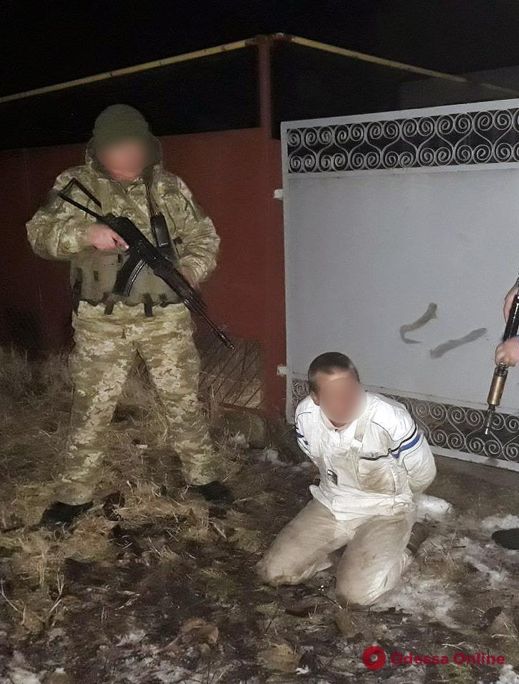 Накурился и «увидел», что его преследуют: житель Одесской области избил поленом и топором своего гостя