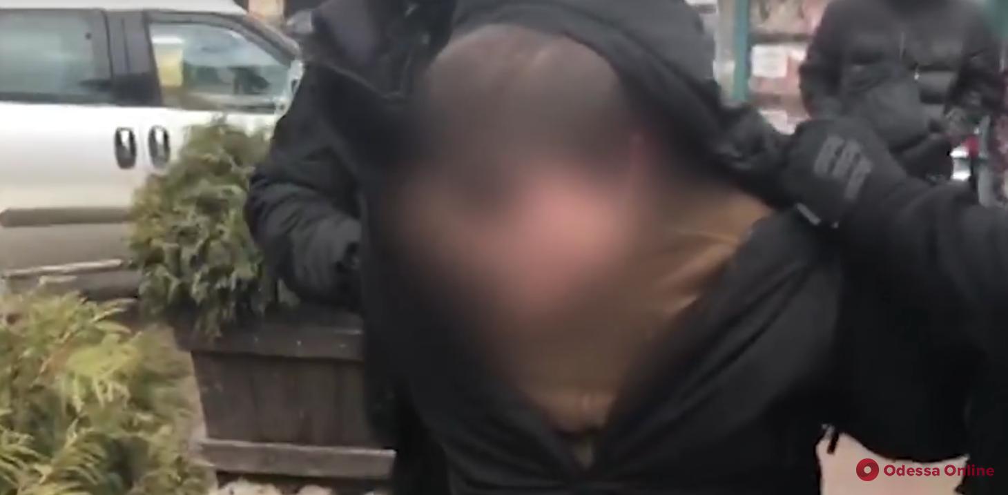 В Одессе на взятке поймали полицейского