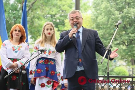 Мэр Одессы наградил генконсула Румынии