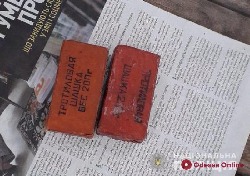 Одесситы на остановке нашли тротиловые шашки